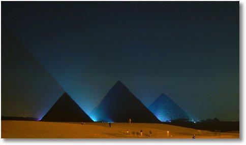 Great-Pyramid-of-Giza-at-night